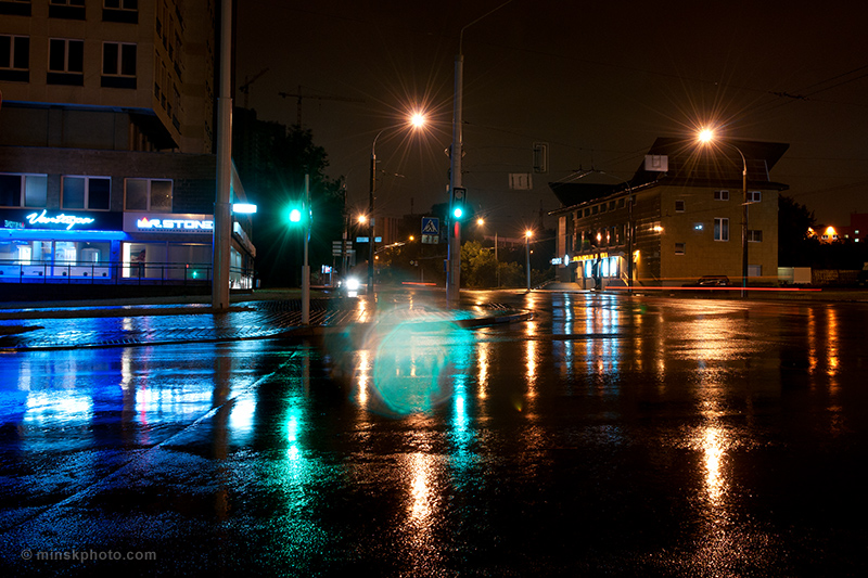 Улицы ночного Минска под дождём