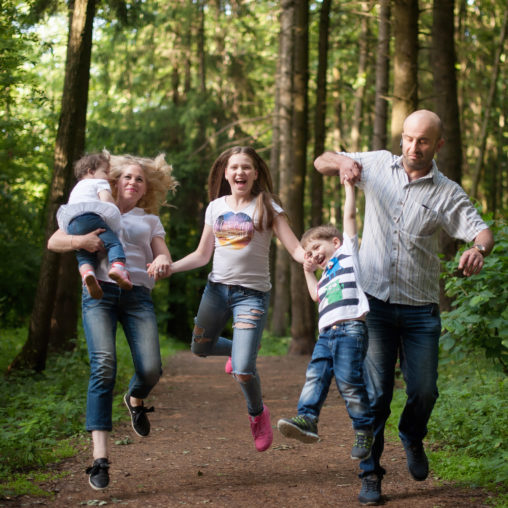 jumping family mini session forest